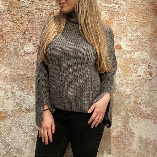 NAKD Sleeve Slit knitted grey