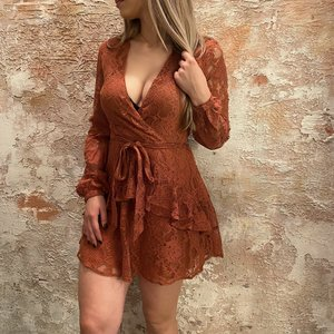 NAKD Lace frill dress roest