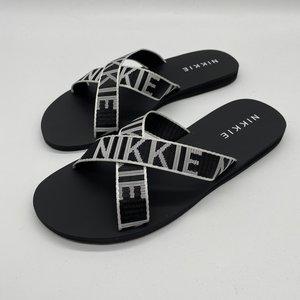 Nikkie Wiona logo Sandals zwart