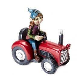 Pixie op traktor