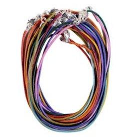 Lederen halsketting met karabijnslotje multicolor. 45cm