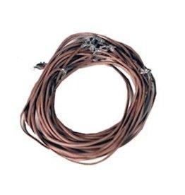 Lederen halsketting met karabijnslotje lichtbruin.  45cm