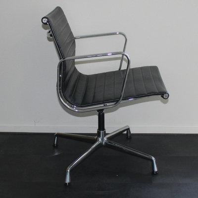 Vitra EA 108 Design Vergaderstoel Leder Zwart Chroom