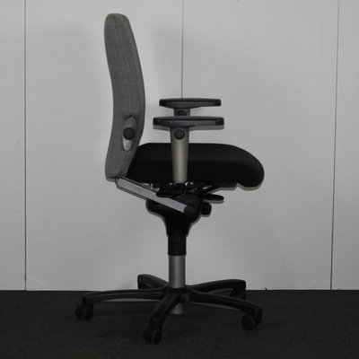 Comforto 7783 Bureaustoel Lichtgrijs Zwart Voetkruis 3D Harde Armleggers