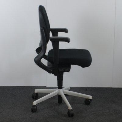 Ahrend 230 Bureaustoel Lage Rug Zwart Wit Nieuwe Stof