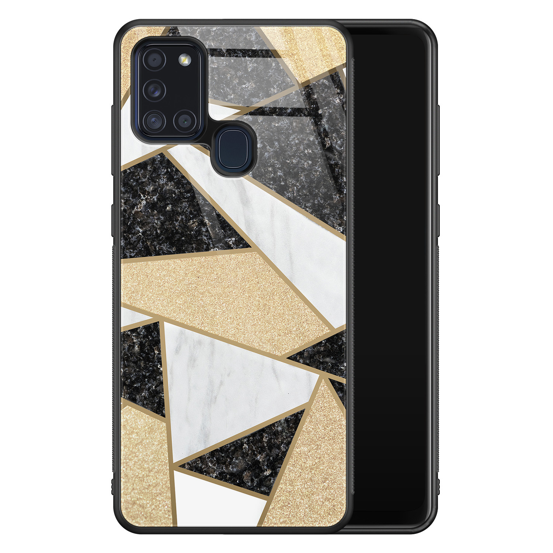 Samsung Galaxy A21s glazen hardcase - Goud abstract