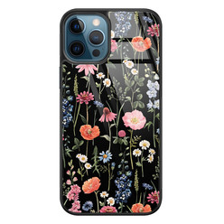 Leuke Telefoonhoesjes iPhone 12 glazen hardcase - Dark flowers