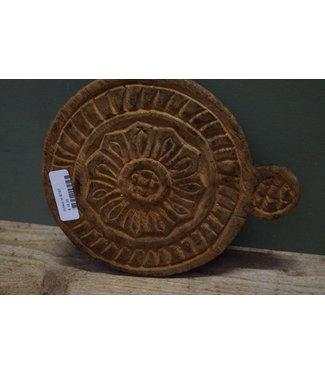 B787 - Raja wooden carving chaklota
