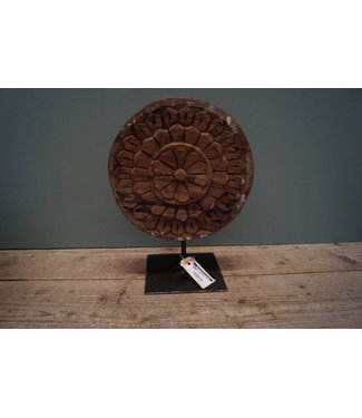 deco round carved on stand L
