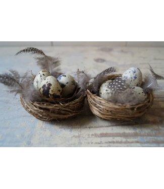 *E638 - Doosje met 2 nestjes met kwarteleieren - 8 cm