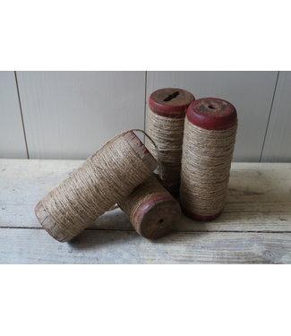 *Houten klos met touw - per stuk - ca. 15 x 6 cm