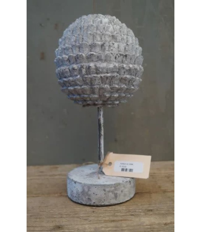 # J394 - Ornament bal op stander - polystone - 15 x 15 x 30,5 cm