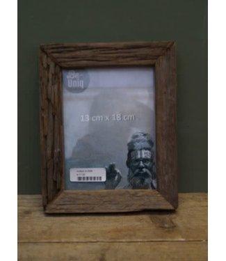 *I558 - Fotolijst - oud hout - 19 x 2 x 23,5 cm (binnenkant 13 x 17 cm)