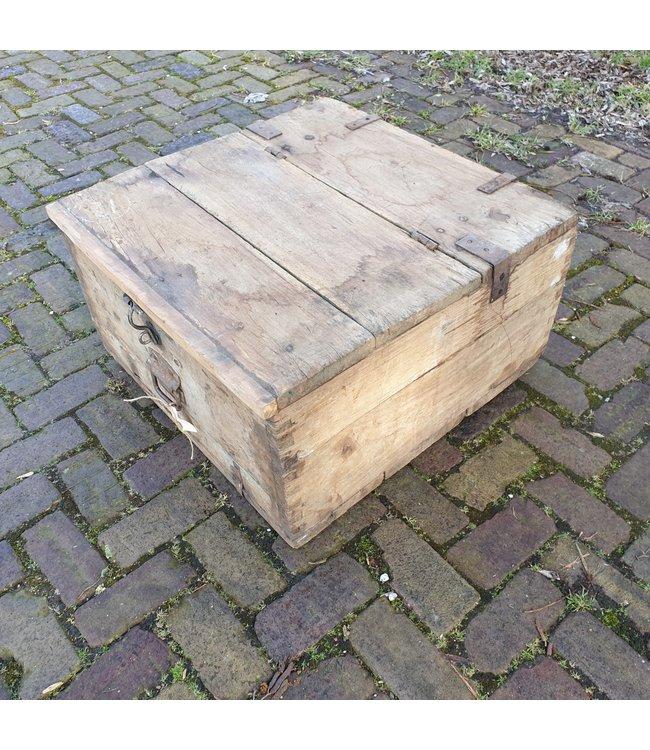 # Salontafel kist - 4 - 67 z 66 x 37 cm - wordt niet verzonden/alleen afhalen