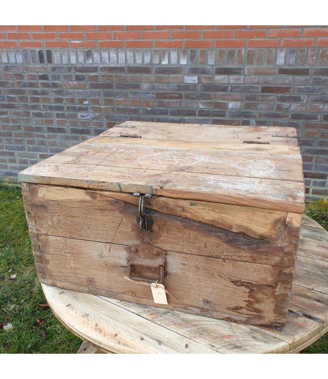 # Salontafel kist - 8 - 67 x 66 x 37 cm - wordt niet verzonden/alleen afhalen