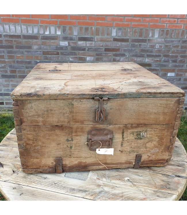 # Salontafel kist - 10 - 68 x 37 x 32 cm - wordt niet verzonden/alleen afhalen