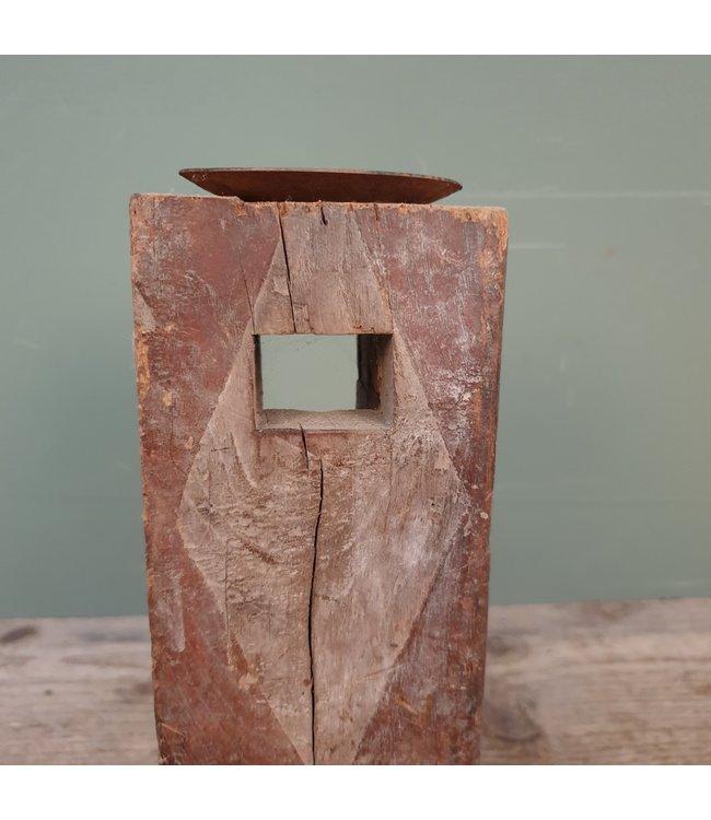 # B160 - houten kandelaar - 10 x 10 x 27 cm