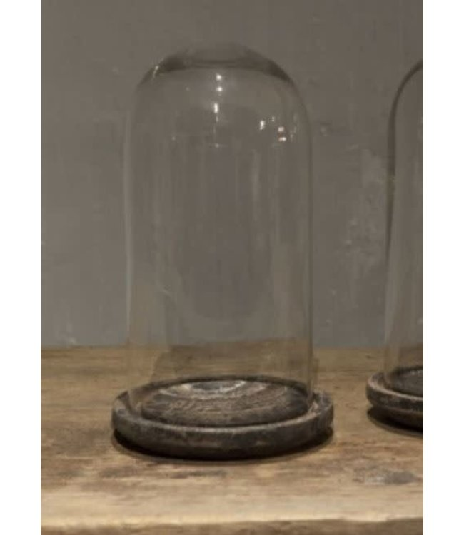 # J714- Glazen stolp op houten plateau - 17 x 17 x 29 cm
