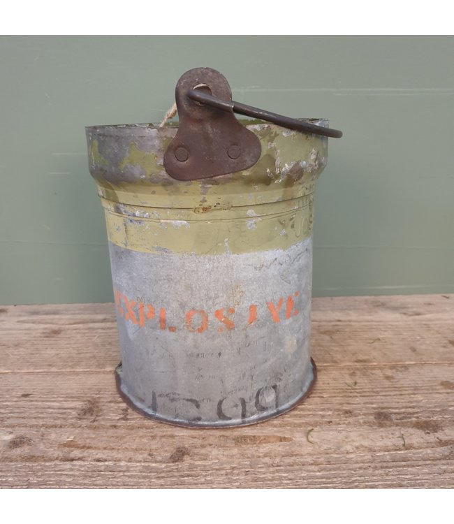# Iron bucket bomb - 16 - 23 x 20 x 26,5 cm