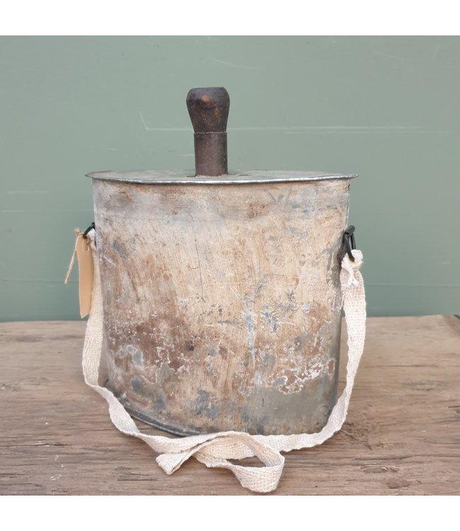 # Iron bottle flask - 11- 21 x 8 x 25,5 cm