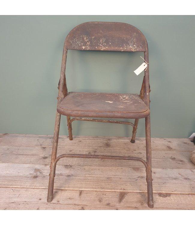 # Oude klapstoel - metaal - ca. 45 x 40 x 78 cm - wordt niet verzonden/alleen afhalen