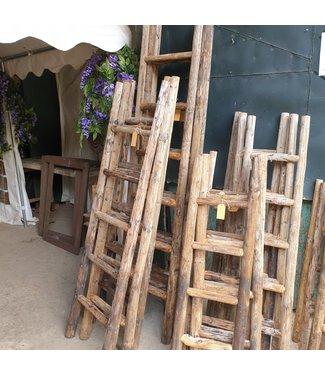 # Houten ladder ca. 140 cm - per stuk - worden niet verzonden/alleen afhalen