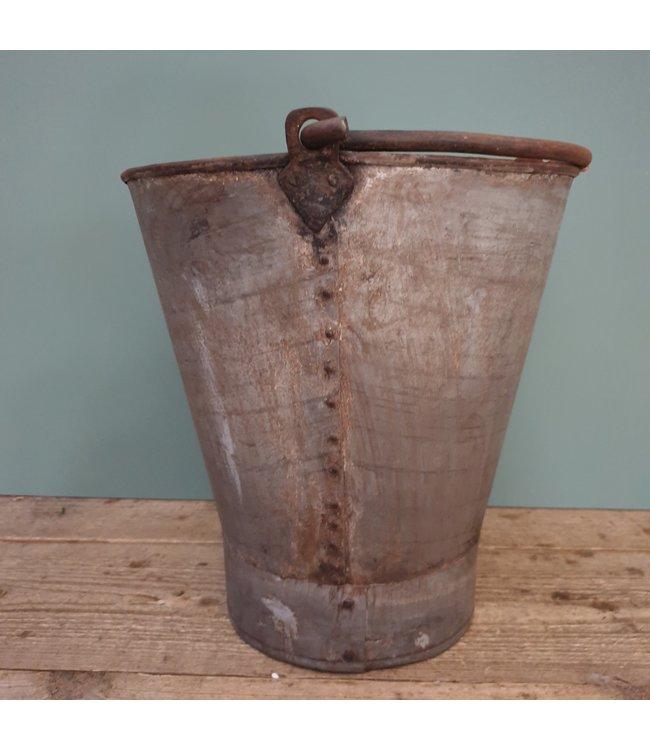 # Old iron bucket - 11 - 36 x32x35 cm