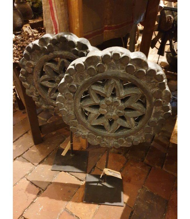 # Houten ornament op metalen stander - 30 x 30 x 55 cm