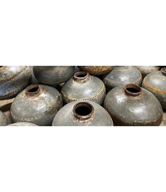 Mix bolle metalen waterpot per stuk