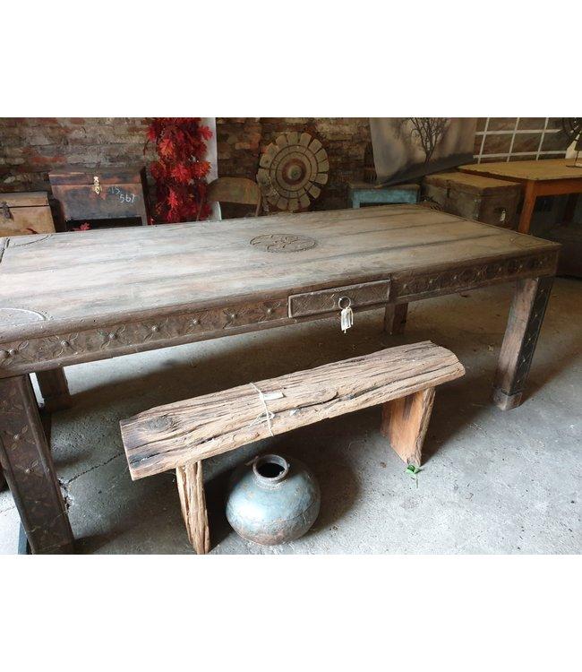 @ Robuuste houten eettafel