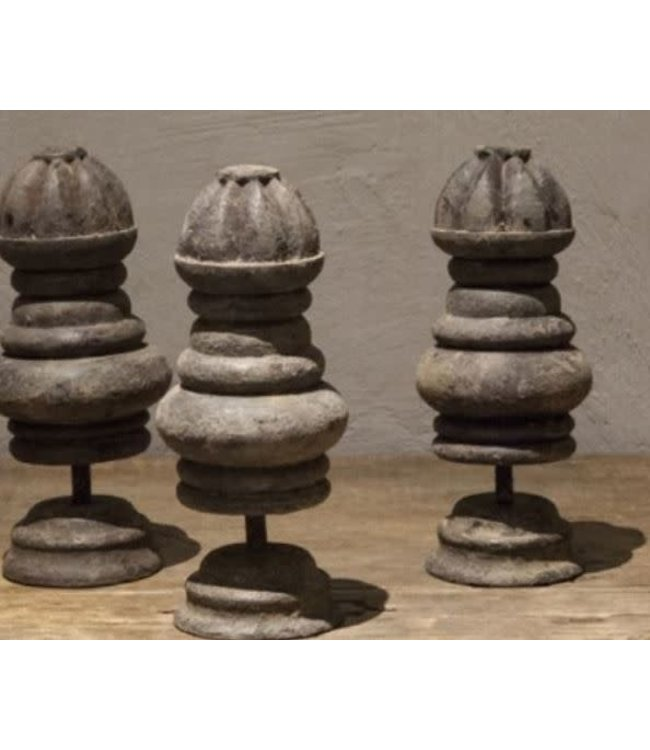# Q367 - Ornament - hout - 10 x 10 x 22 cm - per stuk