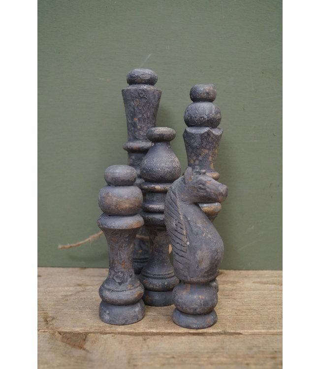 *I746 - Set van 5 decoratieve houten schaakstukken - 7 x 7 x 25 cm
