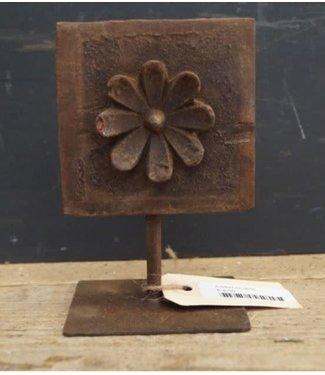 *J656 - houten ornamentje op stander - ca. 10 x 10 x 15,5 cm