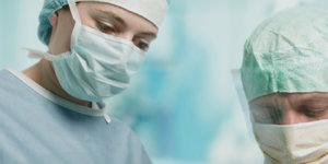 Voer goed beschermd operaties uit in een Evercare operatiejas en operatiemuts