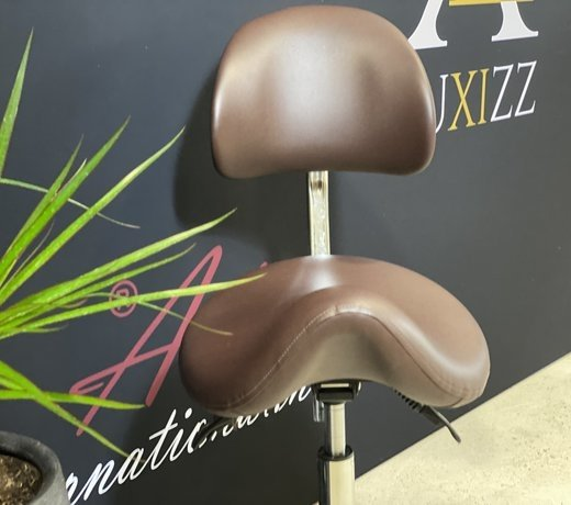 Saddle stools for good and ergonomic seating comfort