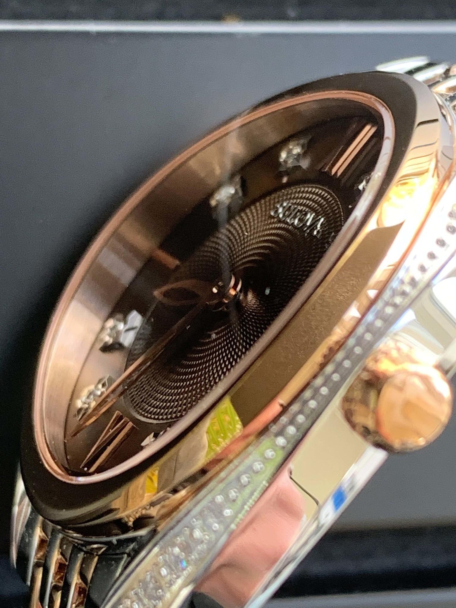 Bulova 98R230 curved glas