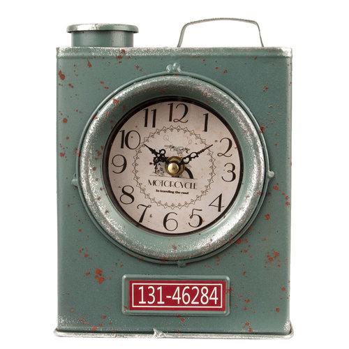 Vintage benzineblik klok