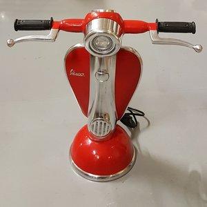 Vespa Vespa-Roller-Tischlampe rot