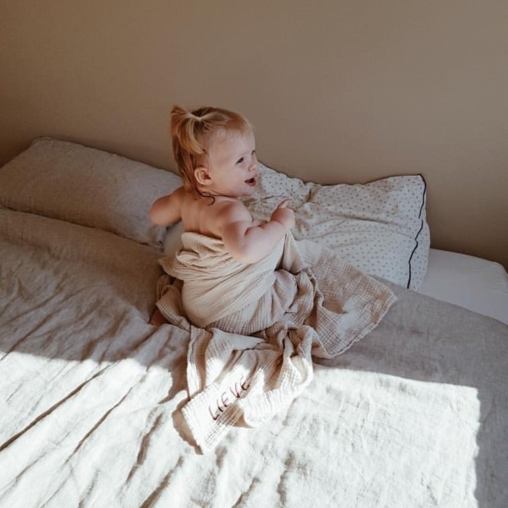 GIANT SWADDLE COSY WHITE