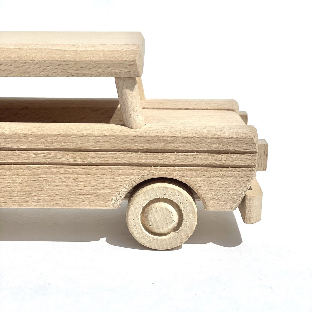 WOODEN LIMO