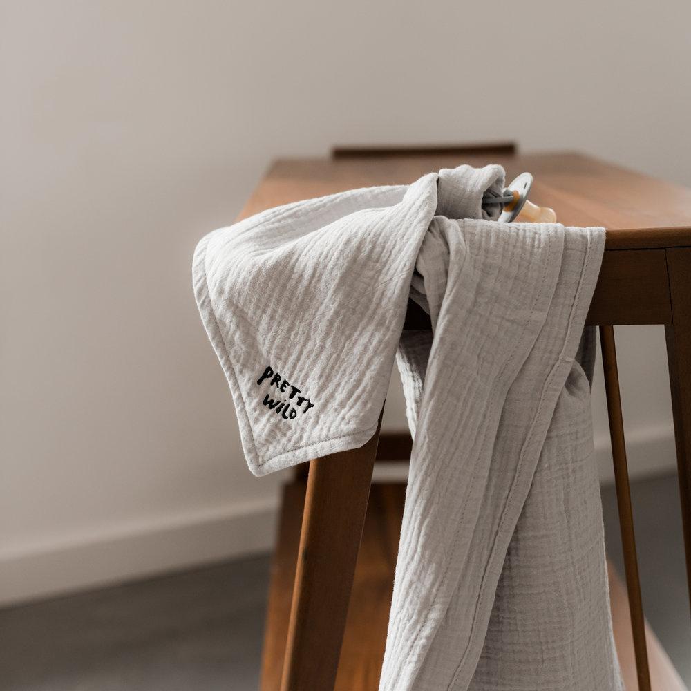SET: TOWEL HUGE, CUDDLE & BIBS