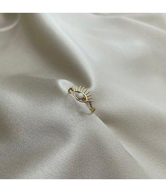 White eye ring