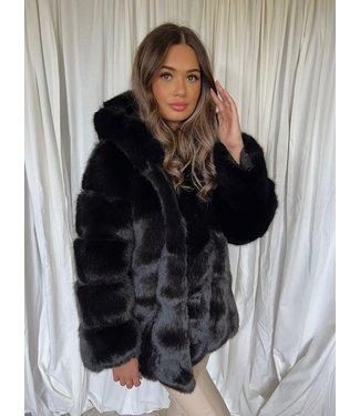 Macy faux fur coat zwart