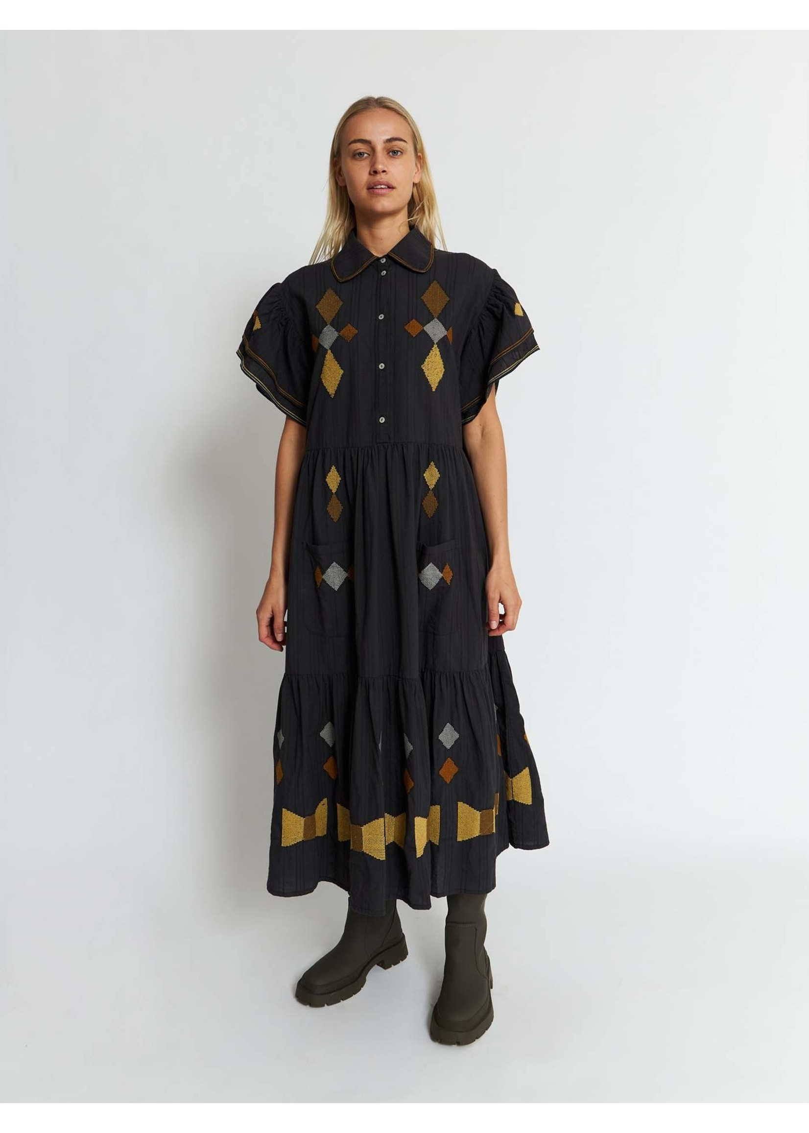 DRESS WITH EMBRODERIES