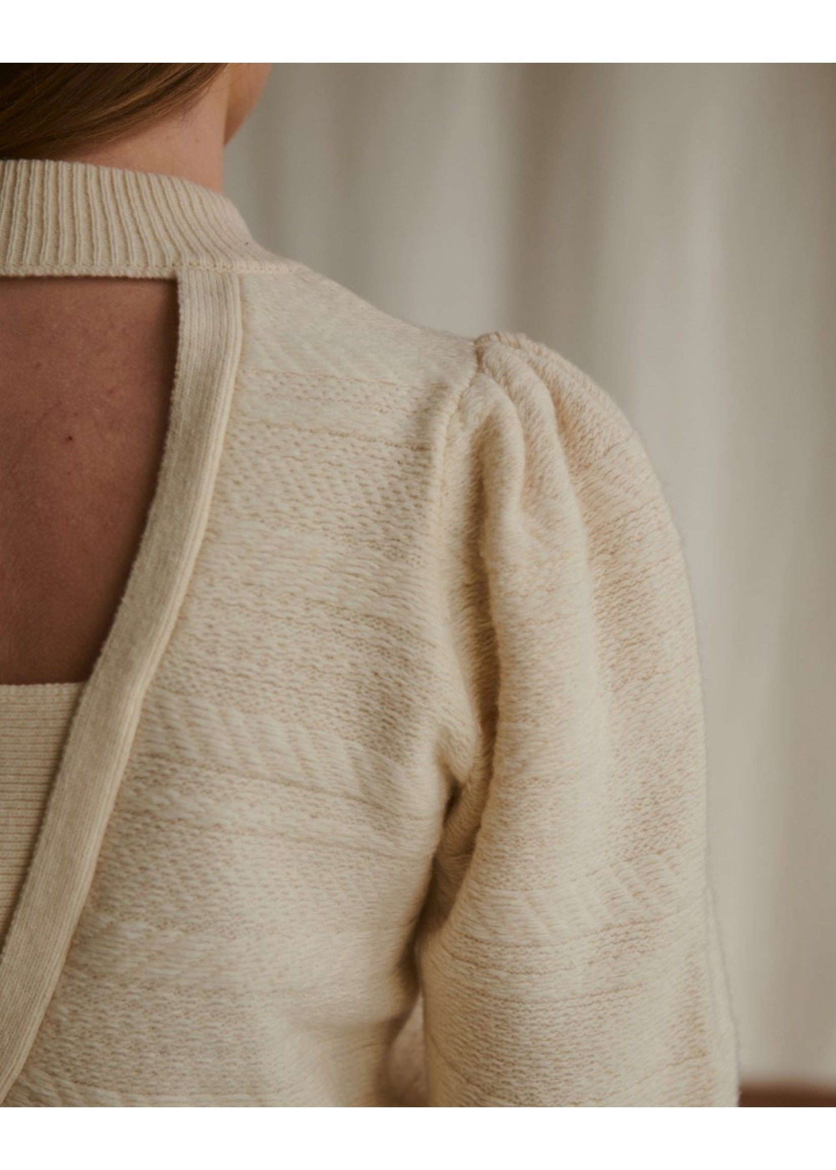 KNIT WITH OPEN BACK