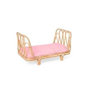 Poppie Toys Rotan poppenbedje met roze matrasje