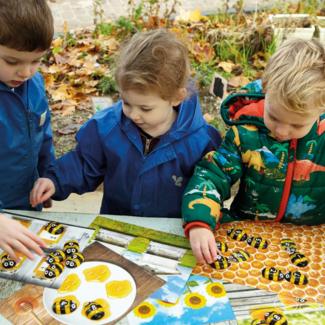 Yellow Door Sensomotorische speelstenen, Educatief - getallen stenen bijen 1-10 (honey bee number stones), set van 20