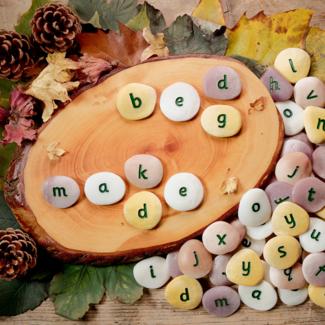 Yellow Door Sensomotorische speelstenen, Educatief - alfabet stenen a-z (alphabet pebbles), set van 26