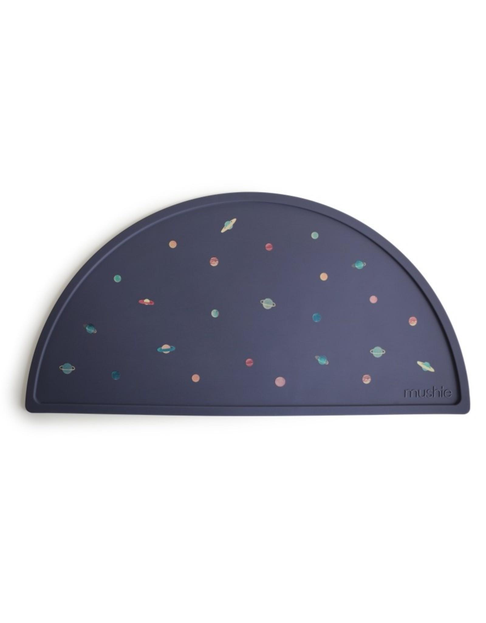 BIBS / mushie Set de table en silicone - planètes