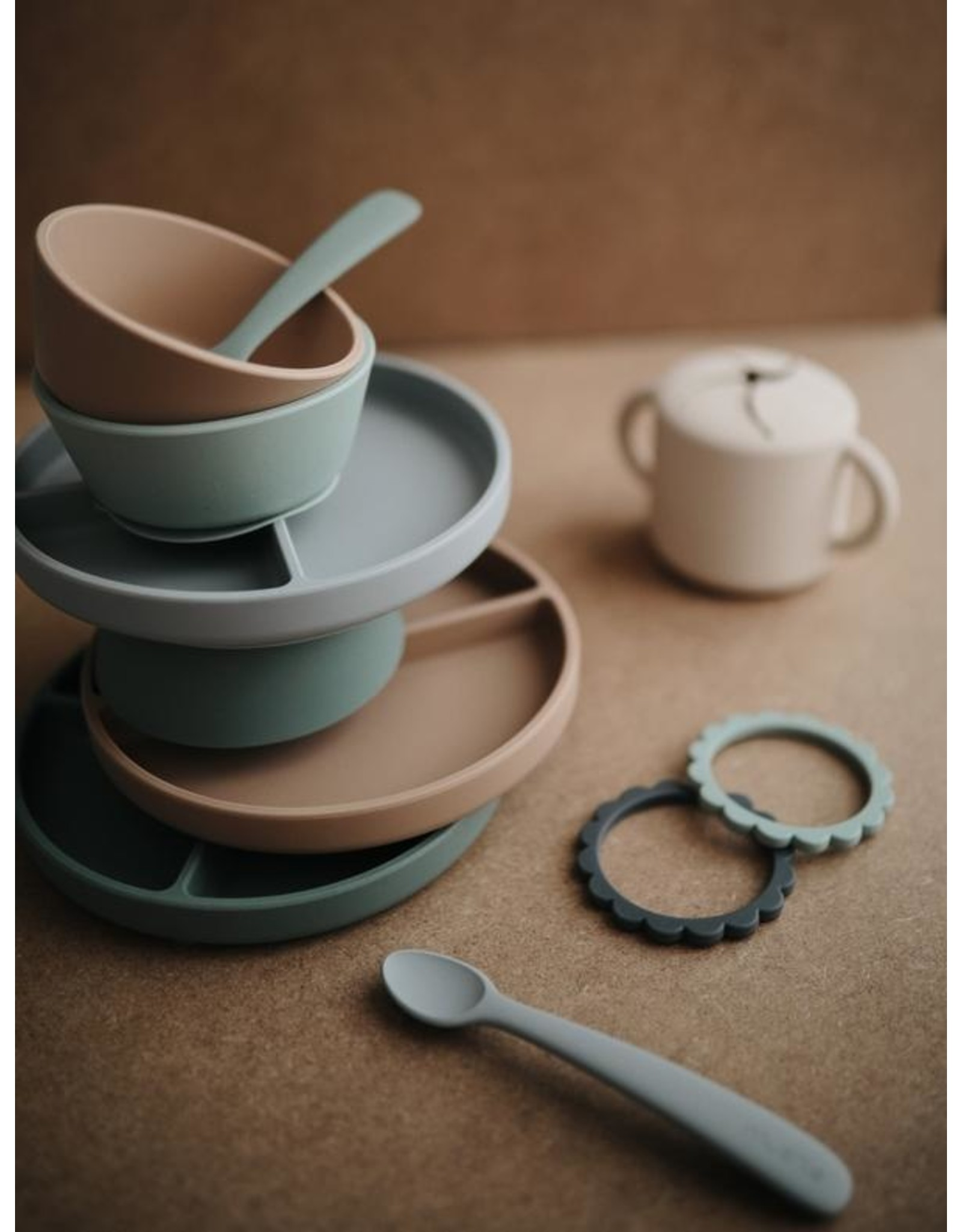 Mushie Set 2 cuillères en silicone  - Cambridge Blue / Shifting Sand